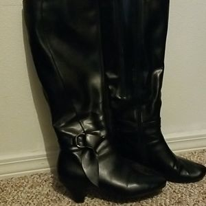 Black cute low heeled boots